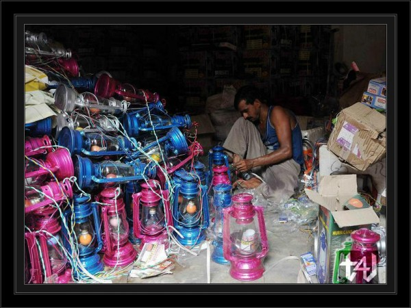 Electrician now busy in arranging 5000 Huricanes for the decoration of deshbandhu chittaranjan club.  (1)