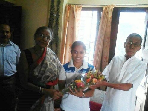 dipa-karmakar-felicitate-by-senior-athletic-coach-of-tripura-sri-pratish-debbarma-at-his-resident-of-krishnanagar-today
