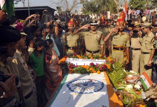 matry-indian-bsf-jawan-shambhu-satmuras-body-at-agartala-33